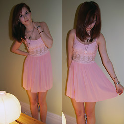 Rebecca K - Topshop Dress - Little pink dress