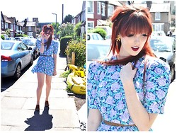 Chloë Carter - Vintage Floral Dress, Vintage Starfish Earrings, H&M Belt, Topshop Brouges, Topshop Sunglasses, Mac Lipstick In Rebel - Summer in Suburbia