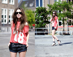 COTTDS Cindy van der Heyden - Zara Number Tee - NUMBER TEE AND LEATHER SHORTS