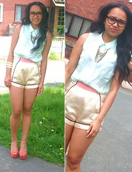 Husty Fuentes - H&M Top, H&M Shorts - Geek Chic