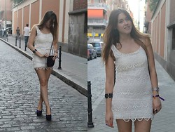 Amy Ramírez - Bershka Dress, Aldo Wedges, Uterqüe Bag - Just white