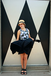 Andersen C. - Forever 21 Peter Pan Dress, Sunhat, Urban Outfitters Black Pleated Skirt, Love Gloves, Steve Madden Shoes - Levels