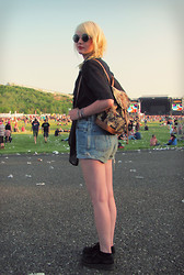 Lou A - Doortje Vintage Black Blouse, Levi's® High Waisted Shorts, Creepers, Hunkemoller Black Bikini, Gifted Cat Backpack - Pinkpop Festival, Day 1