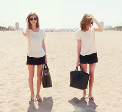 Emma Sngn - Zara Shopper Bag, H&M Golden Sandals, Ray Ban Clubmaster, H&M Peach Colour T Shirt, H&M Scalopped Shorts - Let's go to the beach !