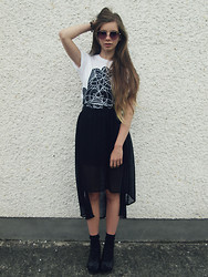 Joanna Kuchta - Geometric Hamsa Vibes Tee, Primark Heart Shaped Sunglasses, Asos Sheer Black Tulip Skirt - VIBES