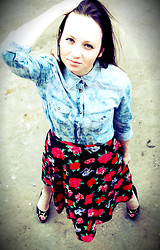 Irvy Alex - Mango Shirt, Gucci Heels, Vintage Skirt - I catch your eyes, try not to smile...