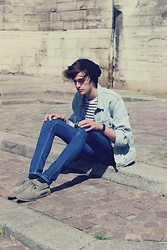 Florentin Glémarec - Levi's® Washed Out, Cheap Monday Blue Jeans, Clarks Desert Boot - Beach Fossils