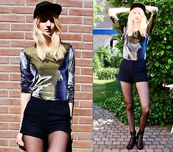 Iris M. - Vintage Top, Topshop Shorts - This moment