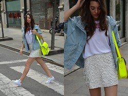 Carla Estévez - Zara Skirt, Zara T Shirt, Satchel Bag, Converse Shoes - Neón Satchel bag