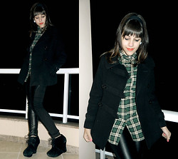 F Esther - Plaid Shirt, Short Trench Coat, Faux Leather Pants, Colcci Black Wedges - The people all call her Alaska
