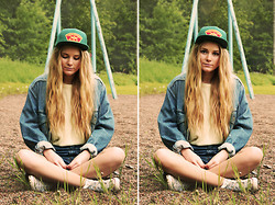 Fanny Lindblad - Hollywood Cap, Urban Outfitters Jacket - CAP