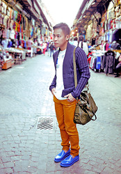 Dennis Robles - Yves Saint Laurent Blue Rubber Loafers, Zara Mustard Pants, Yves Saint Laurent Rive Gauce Ostrich Bag, Zara Navy Cardigan, Balenciaga Printed Shirt - Istanbul look #368
