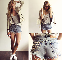 Anne Britt - Zara White Leather Jacket, Levi's® Vintage Shorts, Converse White Shoes, Filippa K Grey Top - OUCH! Got metal on my DIY LEVIS bum.