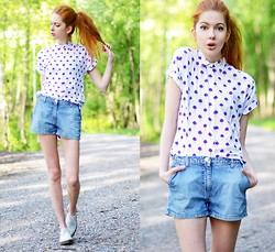 Ebba Zingmark - Motel Shirt, Dr. Martens Shoes, Secondhand Shorts - Blueberry Ice Cream Cones