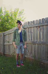 Luan Docarmo - Vans Pow, Levi's® Skinny Shorts, Bdg Deep V Neck, Vintage Clothing Military Jacket, Hunter American Flag 5 Panel, Vintage Navajo Belt - Summer time