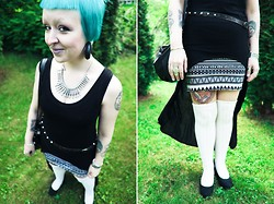 Emma Jopasnyt - Asos Mullet Top, Gina Tricot Skirt, Gina Tricot Over Knees, H&M Wedges, Thrifted Belt - A week in (mostly) monochrome - day V