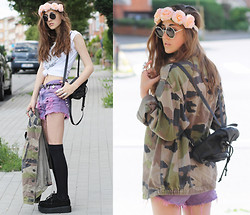 E V - Distressed Shorts, Mini Backpack, Vintage Cargo Jacket, H&M Flower Headband, Sheinside Creepers - ONE CLICK HEADSHOT