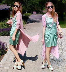 Ann O. - Second Hand Dress, Shoes - MINT & PINK