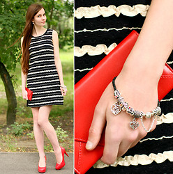 Ariadna Majewska - Striped Black And White Dress, Toria Blanic Red Heels, Soufeel Leather Bracelets With Silver Beads And Charms, Red Clutch - Striped 60's