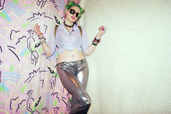 †Norelle Rheingold† - New Yorker Reflective Sunglasses, 2.Hand Lavender Blouse, Silver Metallic Pants, Diy Alien Earrings - Galaxy Queen