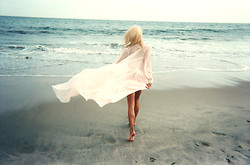 Rachel Lynch - Dolls Kill Cream Cape - Take me to the sea