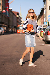Tine Andrea Storlos - Marc By Jacobs Clutch, Minimarket Sweater, Pilgrim Sunnies - Skirt with scars.