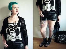 Emma Jopasnyt - Os Ribcage Neckpiece, Kal/Svart Ika Top, H&M Faux Leather Shorts, Blink Gladiators - B + W