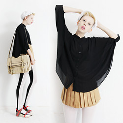 JENNY MUSTARD . - White Cap, Black Cape Shirt, Beige Skirt Shorts, Black And White Tights, Wedge Sandals, Nude Bag - Wackness.