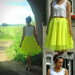 Nonna Tiwow - Diy Skirt, Nelly Trend Shoes, Asos Hairband - White and neon Yellow