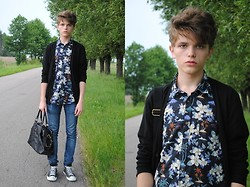 Matthew Rosinski - H&M Black Cardigan, H&M Floral Shirt, H&M Jeans, H&M Leather Bag, Converse All Star - Floral shirt