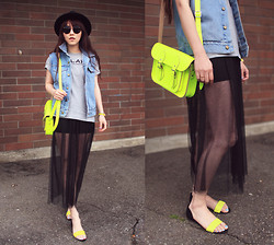 Ivy Xu - Comme Des Garçons T Shirt, Cambridge Satchel Bag, H&M Shoes - Neon bag and shoes