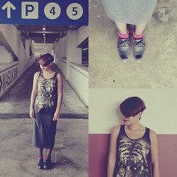 - sam e - - Mooie Skirt, Tiger Top, Vintage Belt, Leather Shoes - Tiger : me