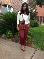 Zahra Ahmed - Portfolio Bag, Target Capri Pants - What I wore today.