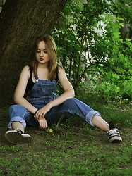 Julie Marie Wlazło - Converse Shoes, Sh Dungarees, H&M Tee - BRING LOVE AND IT'LL MAKE ALL ALRIGHT