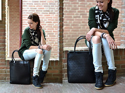Lucy De B. - Perforated Bag, Sneakers - Easy