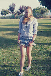 Anna Trapé - Zara Shorts, Vans Shoes - Summer Paradise.