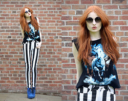 Olivia Emily - Minkpink Poison Ivy Sunglasses, I Like Wolves Horses Top, Beetlejuice Jeans, Blue Suede Lace Up Boots - Beetlejuice.