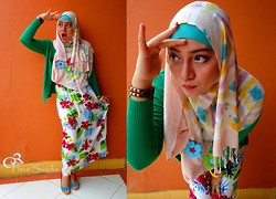 Cut Radhiah Swadia - Green Cardigan, Dian Pelangi Shawl, Guess? Watch, Yongki Komaladi Shoes, Flowers Bali Dress - Colourful Flowers !