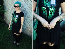 Emma Jopasnyt - J!Nx Three Creeper Moon Tee, Gina Tricot Mesh Dress, Boots, Gina Tricot Cube Rings - Jeepers Creepers!