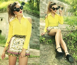 Klaudia Klara - Romwe Cut Out Shoulders Shirt, Romwe Shorts, Romwe Sunnied, Deezee Shoes - You walk by and I fall to pieces