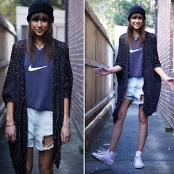 Annabel Wendt - Minkpink Bobble Beanie, Staple The Label Salt N Pepper Cardigan, Nike Vintage Tee, Converse Chuck Taylors, Minkpink Necklace, Minkpink All Jewellery - Nike