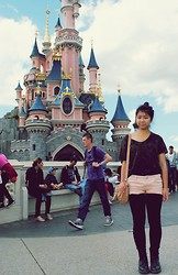 Jennifer V - Top, Short, Legging, Dr. Martens Shoes - On Sunday afternoon : Disneyland Paris ~