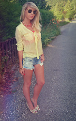 With Style andChic ' - Ray Ban Vintage, Blanco Coral, Zara Yellow, Bershka Jeans, Love - JEANS SHORTS