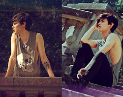 Vini Uehara - Glamour Kills Tee - Your World Turned Upside Down