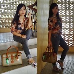 Jade Revil - Dooney & Bourke Bag, All Black Accessories, Jeans, Flat Shoes, Red Belt - Can you feel the beat?