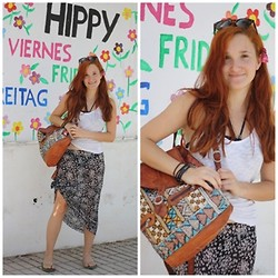 Luisa L. - Flee Market At My Mom´S Work Skirt, H&M Top, H&M Sunglasses, Flee Market Leather Backpack - Mercadillo Hippy