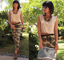 Lana Tiotuyco - Jessica Necklace, Marni Cropped Printed Pants, Zara Brown Leather Clogs, Zara Silver Clutch, Topshop Sunglasses - Quirky Prints