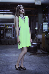 Nina M. - Oasap Spiked Hairband, Mango Necklace, Necklace, Oasap Neon Yellow Oversize Dress, H&M Silver Clutch, Topshop Spiked Loafers - Look 28