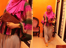 Aghniya Fitrisna - Sukowati Art Market Bali Rainbow Outfit, Bonia Brown Leather Wallet - Pink in me