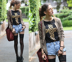 E V - Leopard Print Cross T Shirt, Levi's® Shorts, H&M Thigh Highs, Creepers - I WANT TO FLY AWAY